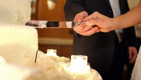 Hotels San Diego - Mission Valley Resort-cutting cake